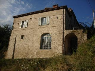 Charming Cottage with Internet Access and Central Heating - Tresana vacation rentals
