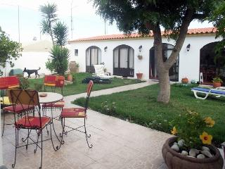 Bright 4 bedroom Atouguia da Baleia Townhouse with Internet Access - Atouguia da Baleia vacation rentals