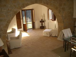 Bright 2 bedroom House in Ischia di Castro with Internet Access - Ischia di Castro vacation rentals