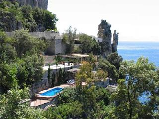 Cozy 3 bedroom Praiano House with Deck - Praiano vacation rentals
