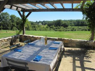 Comfortable 3 bedroom Lanouaille Farmhouse Barn with Internet Access - Lanouaille vacation rentals