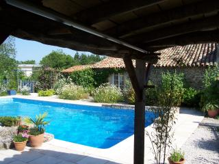 Serendipity -Lavender Cottage   SEE SPECIAL OFFER - Chef-Boutonne vacation rentals
