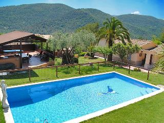 Perfect Villa with Deck and Internet Access - Porqueres vacation rentals