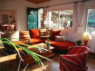 Bright 3 bedroom Townhouse in Toulouse with Internet Access - Toulouse vacation rentals