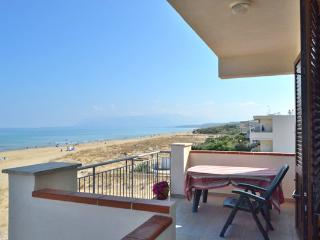 AL003 Appartamento in spiaggia - Alcamo vacation rentals