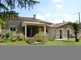 2 bedroom Barn with Television in Fort sur Gironde - Fort sur Gironde vacation rentals