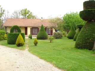 Nice House with A/C and Television - Saint-Amand-de-Belves vacation rentals
