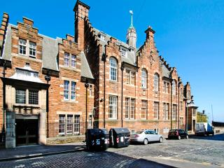 Old Town central apartment with parking - Edinburgh vacation rentals