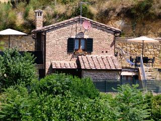 La Casina Toscana, central with parking and wi-fi - Montepulciano vacation rentals