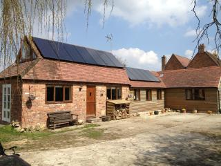 Bright 2 bedroom Tewkesbury Barn with Internet Access - Tewkesbury vacation rentals