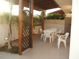 Villetta con spazio esterno - Torre San Giovanni vacation rentals