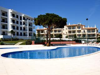 Apartment Azinheira - Olhos de Agua vacation rentals