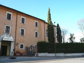Cozy 2 bedroom Apartment in Frosinone with Internet Access - Frosinone vacation rentals