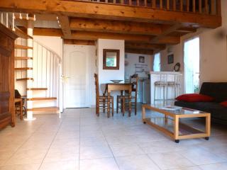 Grand Studio 4P avec mezzanine et terrasse - Saint-Maxime vacation rentals