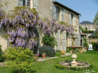 Les Feuillantines Chambre Ouest - Chef-Boutonne vacation rentals