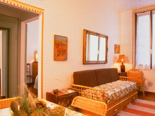 Perfect Condo with A/C and Satellite Or Cable TV - Provaglio d'Iseo vacation rentals