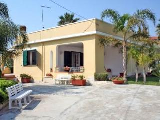 Charming Villa with Deck and Alarm Clock in Avola - Avola vacation rentals