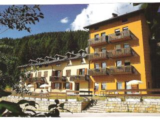 Cozy 2 bedroom Levico Terme Apartment with Television - Levico Terme vacation rentals
