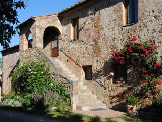 La Fonte: a perfect traditional Tuscan stone house - Radicondoli vacation rentals
