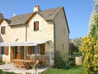 Adorable 4 bedroom La Malene Gite with Internet Access - La Malene vacation rentals