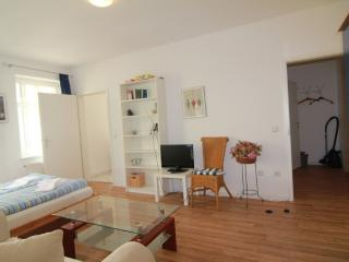 2-Rooms Apartment B4 - Berlin vacation rentals