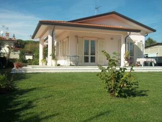 Nice House with Deck and Internet Access - Pietrasanta vacation rentals