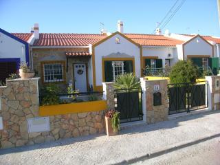 Casa da Ribeira - 4 km - Sesimbra vacation rentals