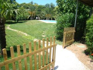 Lovely bungalow, swimming pool, near beaches - La Garde (Var) vacation rentals