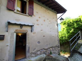 Casa di montagna indipendente a San Pellegrino - Piazza Brembana vacation rentals