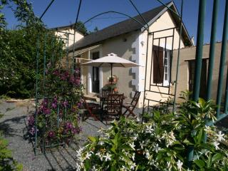 Lovely Vendee vacation Cottage with Satellite Or Cable TV - Vendee vacation rentals