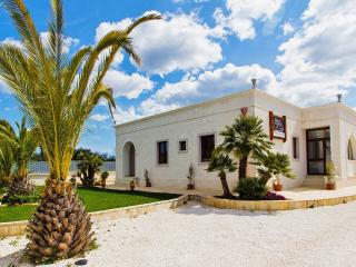 Beautiful B&B with Internet Access and Garden - Castellana Grotte vacation rentals