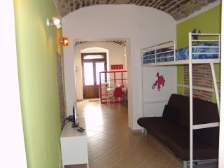 Cozy 2 bedroom Milazzo Townhouse with Internet Access - Milazzo vacation rentals