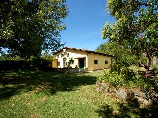 Semidetached house with shared pool, 500m village - Monterosi vacation rentals