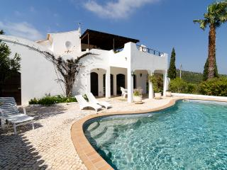 Casa Contente, Privacy, Luxurious,  Pool, Jacuzzi - Bensafrim vacation rentals