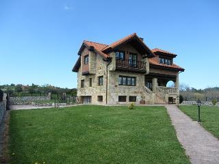 4 bedroom Chalet with Short Breaks Allowed in Santillana del Mar - Santillana del Mar vacation rentals