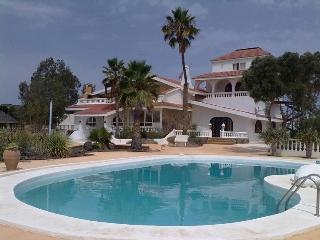 Romantic 1 bedroom Bungalow in Maspalomas with Internet Access - Maspalomas vacation rentals