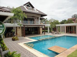 Vacation rentals in Phetchaburi Province