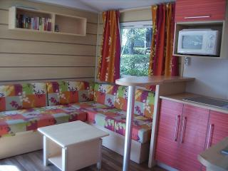 Nice Caravan/mobile home in frejus with Linens Provided, sleeps 6 - frejus vacation rentals