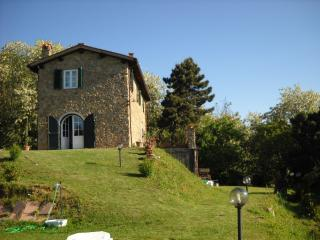 Nice 3 bedroom Cottage in Province of Lucca with Internet Access - Province of Lucca vacation rentals