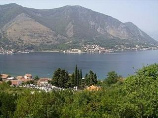 2 bedroom Apartment with A/C in Dobrota - Dobrota vacation rentals