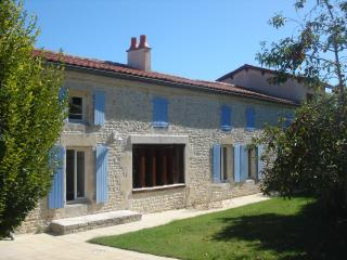 Beautiful 4 bedroom Surgeres House with Internet Access - Surgeres vacation rentals