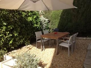 Montpellier Centre 2 Bed Garden & Parking - Montpellier vacation rentals