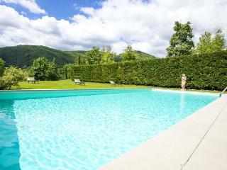 Country villa (9 sleeps) with 12x6 mt pool - Castelnuovo di Garfagnana vacation rentals