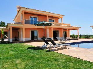 Villa Simão - Guia vacation rentals