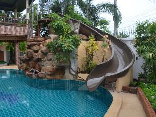 Luxury 4 bed pool villa on Pratumnak Hill, Pattaya - Pattaya vacation rentals