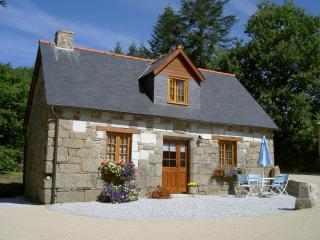 Charming Cottage with Internet Access and Satellite Or Cable TV - Rostrenen vacation rentals