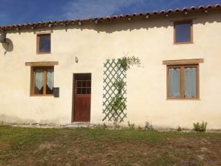 2 bedroom Cottage with Internet Access in Aigre - Aigre vacation rentals