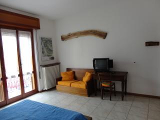 Cozy 2 bedroom B&B in Valmadrera - Valmadrera vacation rentals