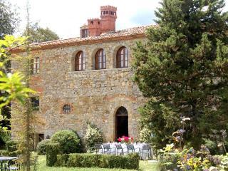 Romantic villa, Wi-Fi, cooking classes, pool - Bucine vacation rentals