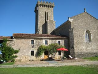Beautiful House with Internet Access and Satellite Or Cable TV - La Châtaigneraie vacation rentals